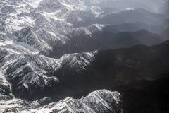 Vista dell'angolo alto della montagna della neve del paesaggio di inverno dall'aeroplano Leh Ladakh India Immagini Stock