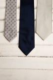 Vista dell'angolo alto delle cravatte sulla tavola Immagini Stock