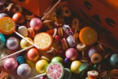 Vista dell'angolo alto di alimento dolce dalle scatole Fotografia Stock