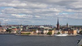 Vista dell'angolo alto sull'isola di Riddarholmen a Stoccolma archivi video