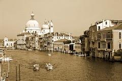 Vista dell'annata di un canale a Venezia, Italia Immagini Stock