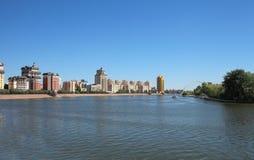 Vista dell'argine del fiume Esil fotografia stock