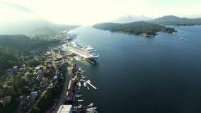 Vista dell'elicottero della città dell'Alaska stock footage