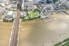 Vista dell'elicottero della ruota e del Tamigi panoramici di Londra immagine stock libera da diritti