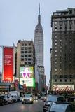 Vista dell'Empire State Building dalla via Fotografia Stock Libera da Diritti