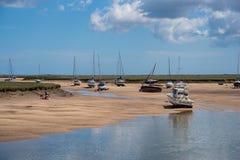 Vista dell'estuario ai pozzi dopo il mare a bassa marea Fotografia Stock Libera da Diritti