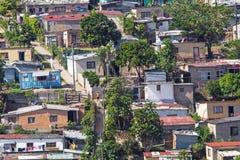 Vista dell'insediamento urbano residenziale ammucchiato di basso costo Immagine Stock