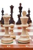 Vista dell'insieme dei pezzi degli scacchi da re e dalla regina Fotografie Stock Libere da Diritti