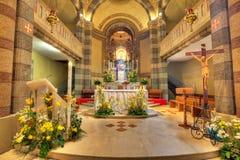 Vista dell'interiore della chiesa cattolica. Alba, Italia. Fotografia Stock Libera da Diritti