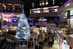 Vista dell'interno del centro commerciale Immagini Stock