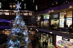 Vista dell'interno del centro commerciale Fotografie Stock Libere da Diritti