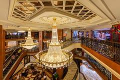 Vista dell'interno del centro commerciale di Metropole Fotografie Stock