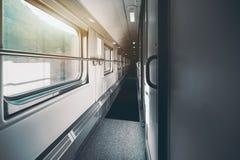 Vista dell'interno del secondo piano del treno passeggeri dell'autobus a due piani Immagine Stock Libera da Diritti