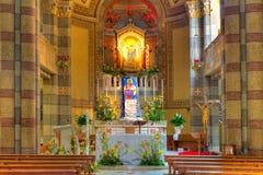 Vista dell'interno della chiesa cattolica. Alba, Italia. Immagine Stock Libera da Diritti