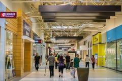 Vista dell'interno di grande centro commerciale, Milpitas fotografia stock libera da diritti
