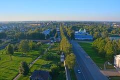 Vista dell'intersezione delle vie di Friedrich Engels e di Lenin da Belltower di Eufrosinia Suzdalskaya in Suzdal', Russia Fotografie Stock Libere da Diritti
