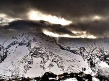 Vista dell'intervallo di montagna del Caucaso del nord Immagini Stock