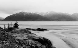 Vista dell'intervallo di montagna dell'Alaska fotografie stock