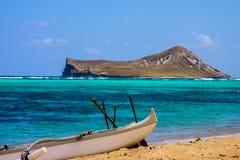 Vista dell'isola del coniglio dalla spiaggia di Waimanalo Immagini Stock