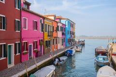 Vista dell'isola di Burano, una piccola isola dentro area di Venezia Venezia, famosa per la fabbricazione di pizzo e le sue case  immagini stock