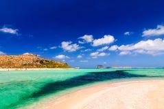 Vista dell'isola di Gramvousa dalla spiaggia di Balos Fotografia Stock Libera da Diritti