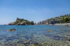 Vista dell'isola di Isola Bella e della spiaggia - Taormina, Sicilia, Italia Fotografie Stock Libere da Diritti