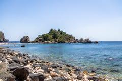 Vista dell'isola di Isola Bella e della spiaggia - Taormina, Sicilia, Italia Fotografia Stock