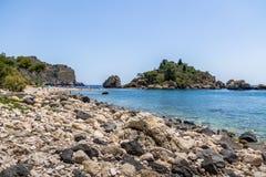 Vista dell'isola di Isola Bella e della spiaggia - Taormina, Sicilia, Italia Immagine Stock Libera da Diritti