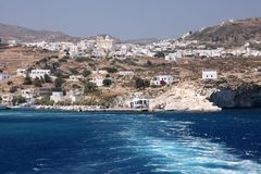 Vista dell'isola di Kimolos dal mare Immagini Stock