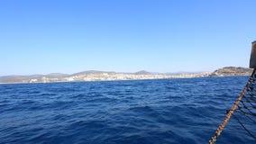 Vista dell'isola di Kusadasi Fortezza sull'isola in Kushadasi, Turchia video d archivio