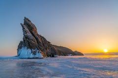 Vista dell'isola di Ogoy nel lago Baikal congelato Immagini Stock Libere da Diritti