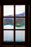 Vista dell'isola sanguinata dal castello sanguinato Immagine Stock Libera da Diritti