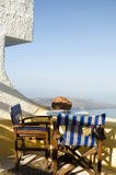 Vista dell'isola vulcanica di Santorini Grecia della regolazione del caffè Fotografia Stock