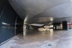 Vista dell'occhio di pesce 180 di una costruzione unica nella città di Madrid Fotografie Stock