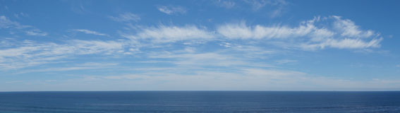 Vista dell'oceano Pacifico con le nuvole Fotografia Stock Libera da Diritti