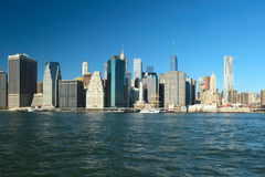 Vista dell'orizzonte del Lower Manhattan da Brooklyn Immagini Stock Libere da Diritti