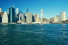 Vista dell'orizzonte del Lower Manhattan da Brooklyn Immagini Stock