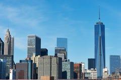 Vista dell'orizzonte del Lower Manhattan dal ponte di Brooklyn fotografie stock