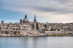Vista dell'orizzonte del lungonmare di La Valletta, Malta fotografie stock