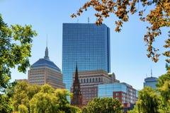 Vista dell'orizzonte del ` s di Boston dai giardini pubblici fotografia stock