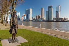 Vista dell'orizzonte del ` s Southbank di Rotterdam da Parkkade fotografie stock