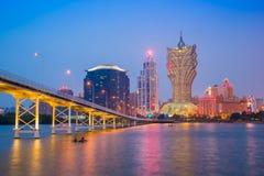 Vista dell'orizzonte della città di Macao alla notte Immagini Stock