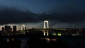 Vista dell'orizzonte della città di Tokyo dal lasso di tempo di Odaiba archivi video
