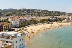 Vista dell'orizzonte della stazione balneare della città di Peniscola in mare il mar Mediterraneo Fotografia Stock