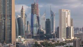 Vista dell'orizzonte delle costruzioni di Sheikh Zayed Road e del timelapse di DIFC nel Dubai, UAE video d archivio