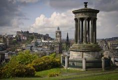 Vista dell'orizzonte di Edimburgo dalla collina di Calton del castello Fotografie Stock