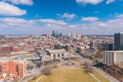 Vista dell'orizzonte di Kansas City nel Missouri fotografie stock