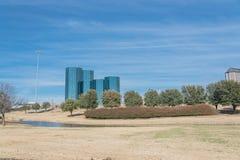 Vista dell'orizzonte di Las Colinas da John Carpenter Freeway immagini stock