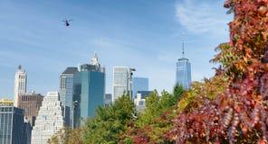 Vista dell'orizzonte di Manhattan dal parco del ponte di Brooklyn in autunno, nuovo Fotografia Stock