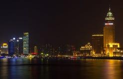 Vista dell'orizzonte di Shanghai Pudong alla notte Immagine Stock